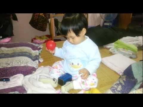 Em bé 8 tháng tuổi nghe và lak.....lư theo nhạc (part 1)