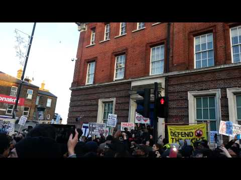 Doves released by Mark Duggan's family at vigil