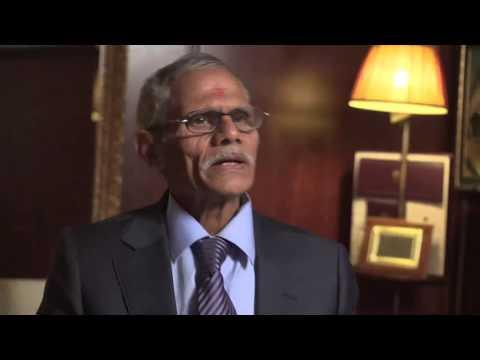 Dr. Hari Singh Saini ( Sahajayogi )  Performing Acupressure Therapy 2