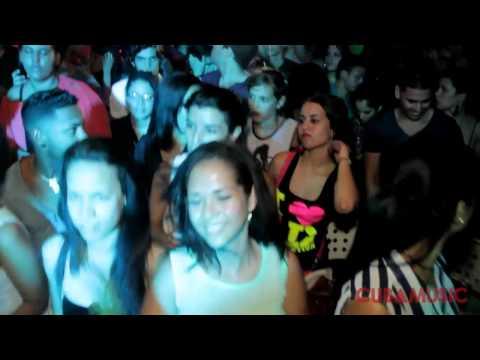 La Cosquillita (ft. Havana D'Primera) - Qva Libre