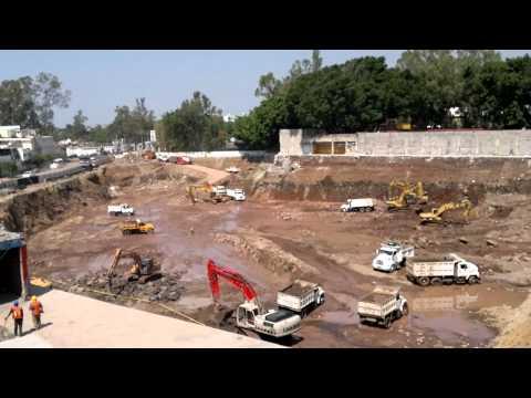 nivelación de terreno con maquinas excavadoras y limpieza de un terreno