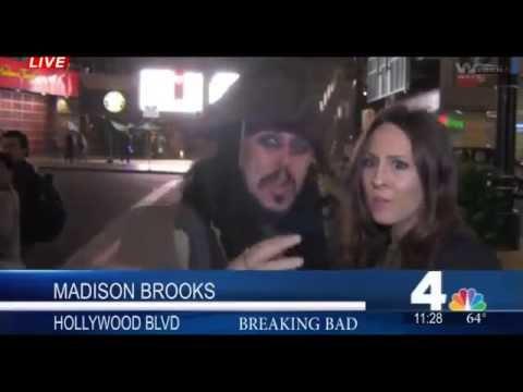 Cướp biển siêu bựa chọc phá nữ phóng viên