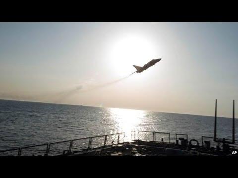Máy bay Nga lượn trên tàu chiến Mỹ ở Biển Baltic