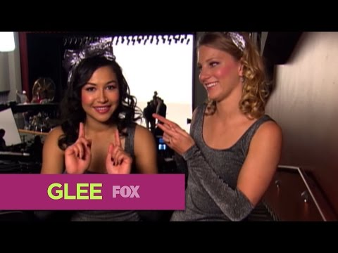 "Brittany and Santana of Glee are Twinsies on  ""A Moment of Glee"" -Video"