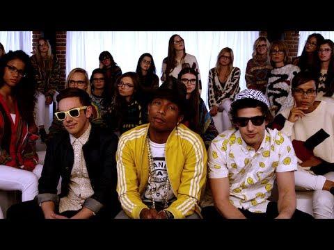 Клип The Lonely Island and Pharrell - Hugs скачать смотреть онлайн