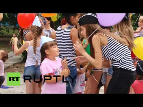 Russia: Ukraine's child refugees find hope in painting