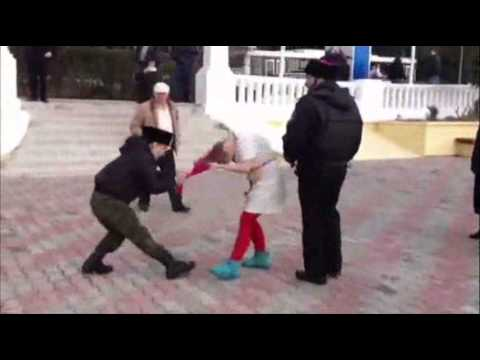 Raw: Russian Security Attacks Pussy Riot Members