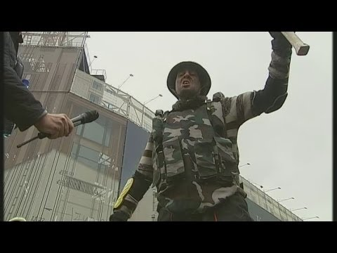 Ukraine tips closer to civil war