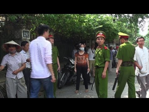 Vietnamese clamp down on anti-China protests