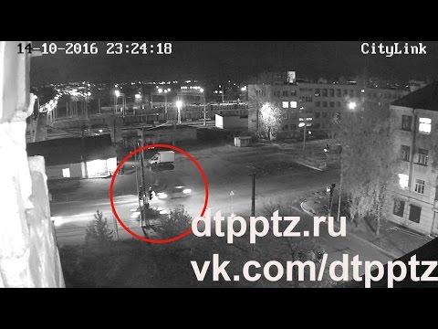 Ночью на улице Шотмана легковой автомобиль сбил двух девушек