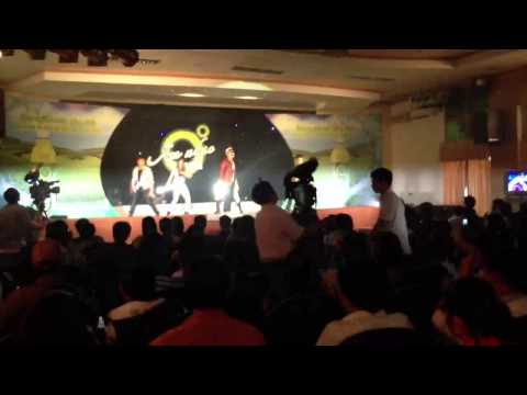 Ung Hoang Phuc - Bước Qua Thế Giới (Stepping Across This World) Remix Live