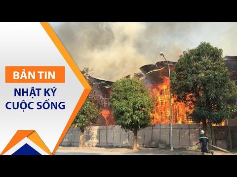 Cháy dữ dội tại khu nhà mẫu sát Hồ Tây | VTC