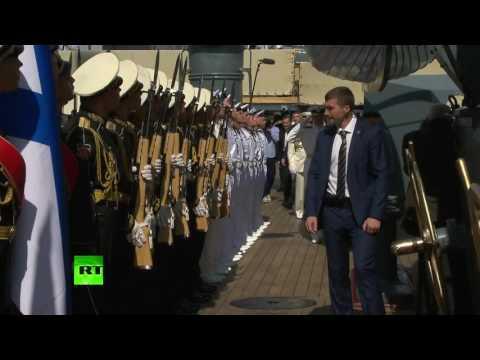 Владимир Путин посетил крейсер «Аврора» в день ВМФ России
