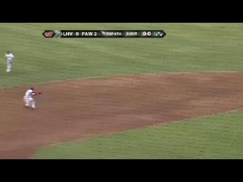Red Sox Cecchini mkes diving stop, for first for out