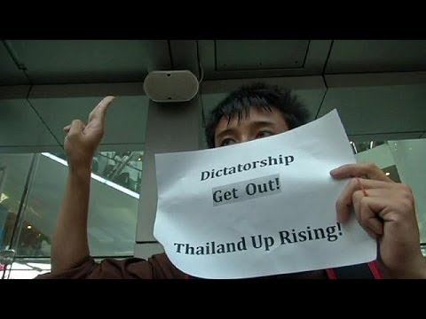 Thailand: anti-coup protesters scuffle with troops