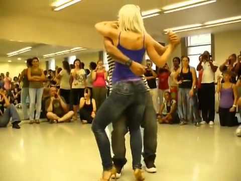 танец действует как гипноз