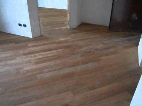 Posa diagonale pavimento in legno parquet massiccio di - Posa piastrelle in diagonale ...