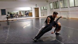 بالفيديو : شاهد الديفا سميرة سعيد تتدرب على الرقص مع طليقها استعداد لفيديو كليب جديد |