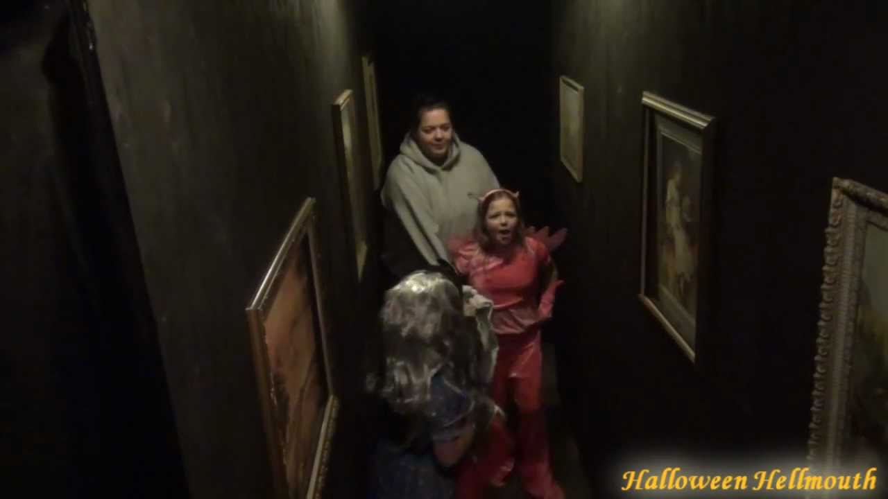 2011 haunted house drop panel hallway scare video for Haunted house hallway ideas