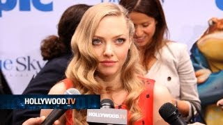 chanel-: AmandaSeyfried and Colin Farrell walk the green carpet - Hollywood.TV