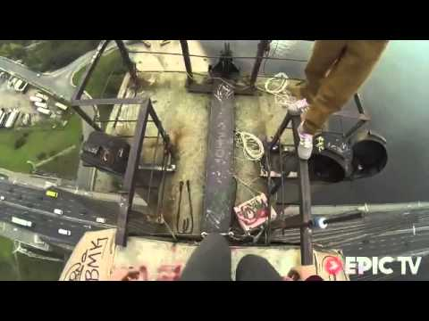 Somersaults on top of Kiev's Moscow suspension bridge