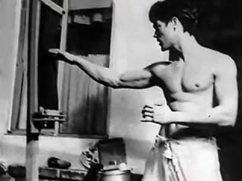Bruce Lee  j.K.d
