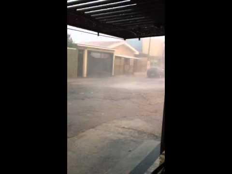 Vídeo Chuva forte também atinge a Vila Brasília