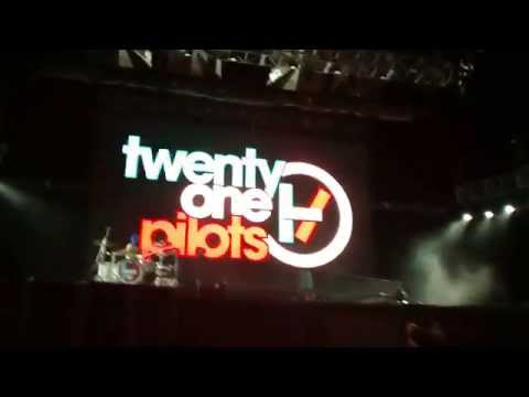 Twenty One Pilots-Car Radio- Vive Latino 2014