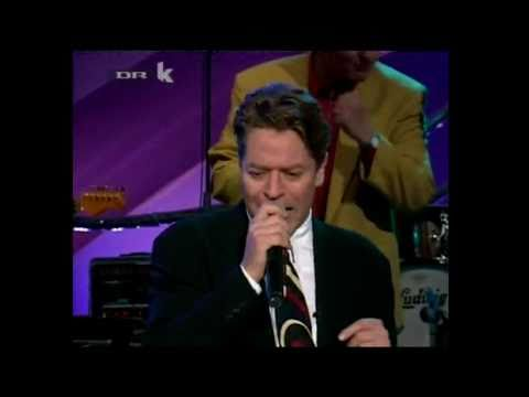 Robert Palmer - Addicted To Love (Live) -0mKG1ki1L3k