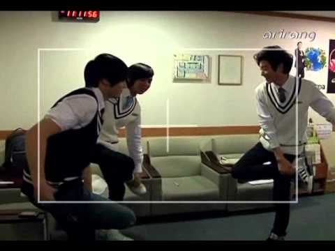 Ukiss Kevin Eli and Xander does the chicken fight
