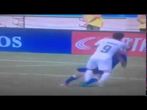 Luis Suarez BITES Chiellini