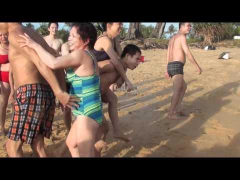 sexy tap the tai bai bien phuket thai lan 8