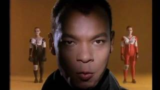 She Drives Me Crazy – Fine Young Cannibals