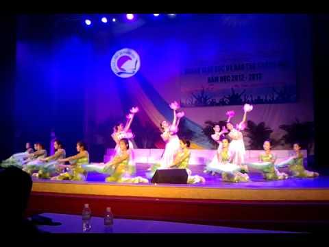 múa Việt Nam gấm hoa trường NGuyễn văn trỗi nha trang, khánh hòa