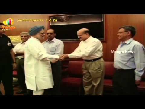 PM Manmohan Singh bids goodbye to his staff