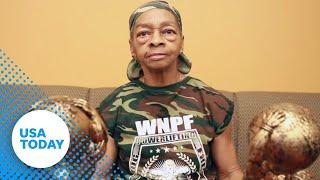 walaupun umurnya sudah 77 tahun, tapi nene ini bisa mengangkat beban besar, mungkin lebih dari yang bisa kamu angkat