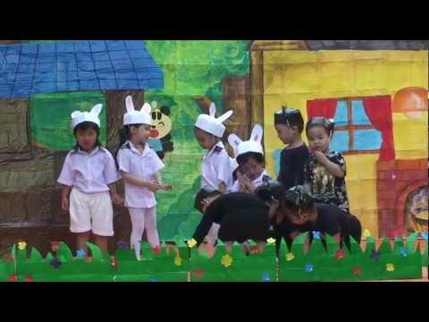 Bác Gấu Đen và Hai Chú Thỏ