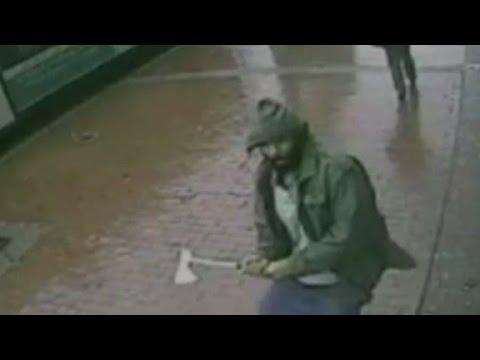 متهور يهاجم الشرطة بشاقور