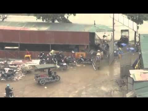 Hà Nội: Tận mục bến xe khách dù trên 'đất vàng'
