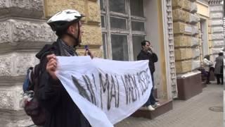 Protest: Terenul școlii nu-i loc de mănăstire!