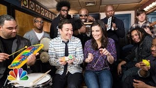 "Jimmy Fallon, Idina Menzel & The Roots Sing ""Let It Go"
