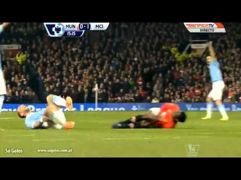 HORROR!!! Danny Welbeck (Yellow Card ) Injured By Zabaleta (25/03/2014)