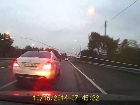 فيديو  فعل مخيف من سائق مرسيدس S-Class ...