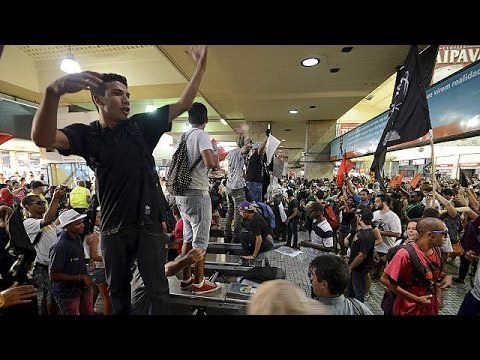 Brazil: Rio protesters clash with police over transport fare hikes