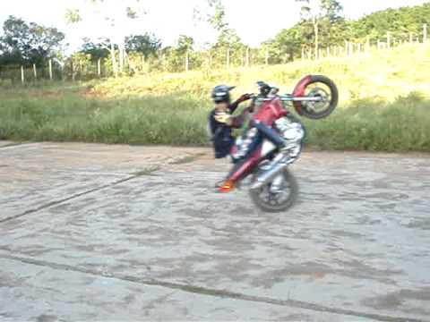 Manobra Radical - Zerinho centado (Moto Fazer)