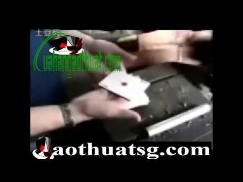 Học cách ảo thuật làm cho lá bài biết bay lơ lửng trên bàn tay cực pro