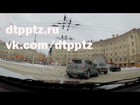 Три автомобиля столкнулись на площади Гагарина