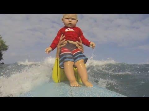 Mimčo poprvé surfuje! Je to nádhera! :-O