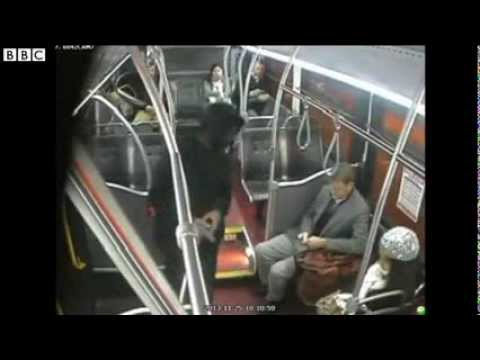 Seattle bus passengers tackle robber