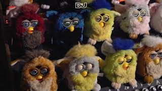 Look Mum No Computer playing dance classics on a Furby organ